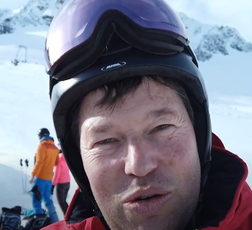 Skilehrer Marco Müller gibt sein Gefühl bei seinem Test des Ski-Mojo